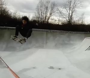 Nohan Cohen déroule au Vans skatepark du Cosanostra Chelles – Fev. 2020